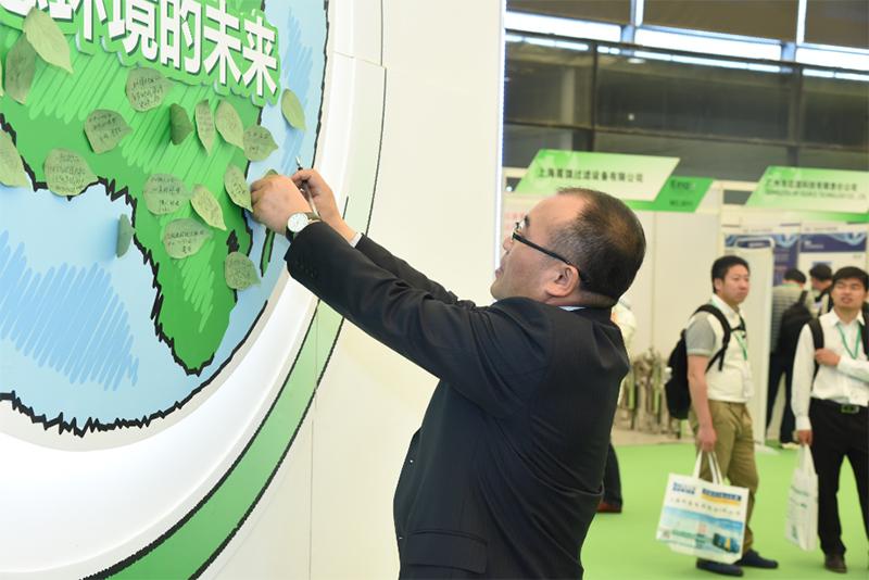 """参展企业代表为绿色地球""""着装"""""""