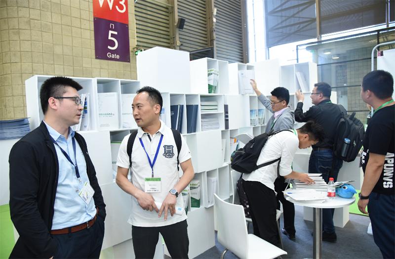 E20环境平台高级合伙人汤浩与参展嘉宾沟通交流