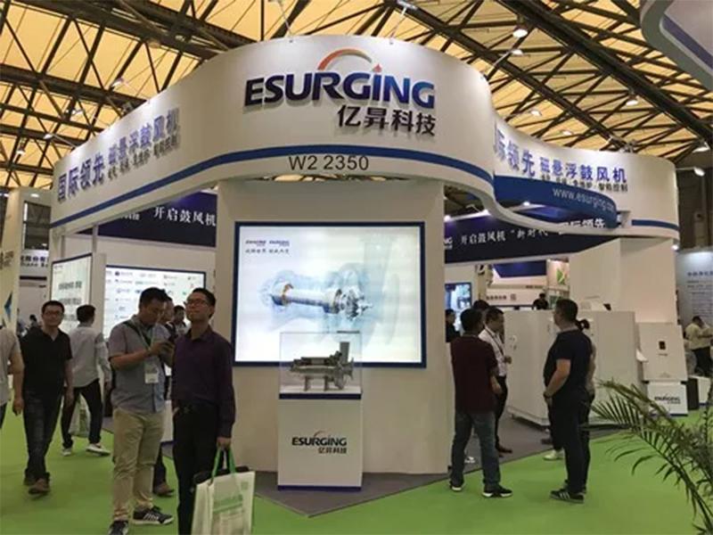 亿昇(天津)科技有限公司是全球唯一拥有磁悬浮轴承、高速电机、三元流叶轮、变频器等四大核心技术的磁悬浮鼓风机品牌,此次携全球领先的磁悬浮离心鼓风机闪亮登场,受到广泛关注。