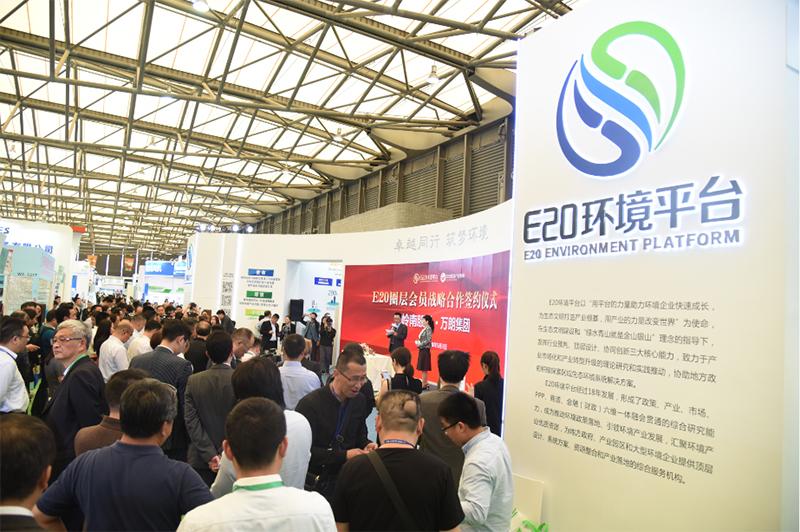 在E20展区,北控水务与万朗集团、岭南股份与万朗集团、上海复振与中农国盛分别进行了签约仪式,达成合作。签约仪式吸引了无数嘉宾驻足观看。