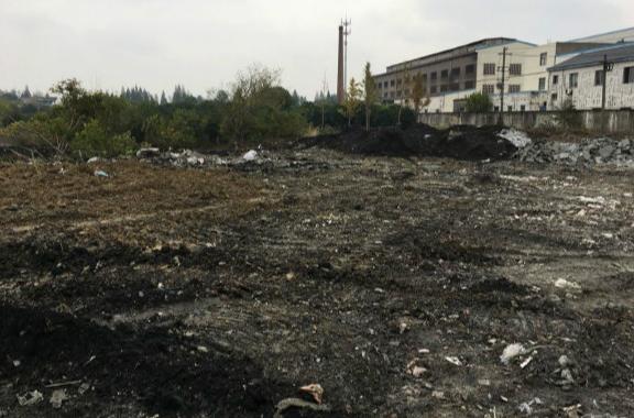 网曝常州10多亩河塘被填化工垃圾 环保部门称未发现