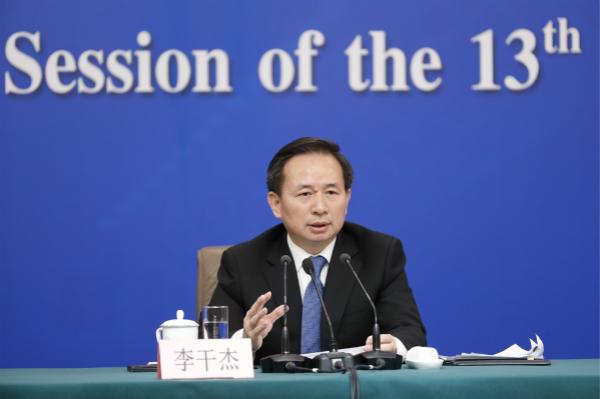 生态环境部部长答记者问 去年50亿元用于长江流域生态补偿