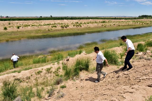 黄河承担了全国12%的人口和17%的耕地以及50多座大中城市的供水任务。摄影/章轲